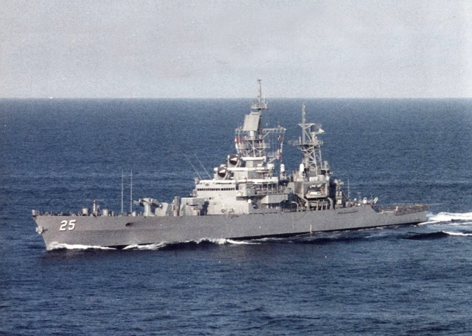 USS_Bainbridge_(CGN-25)_underway_c1991